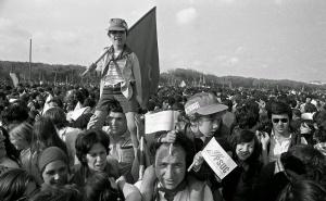 MITING DEL PSUC, GAVÁ 1977.Primera Fiesta legal del PSUC en el camping La Tortuga Ligera de Gavá. Barcelona 8-mayo-1976
